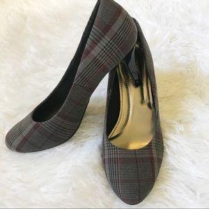 Comfort Plust Plaid Gray and Red Kitten Heel Sz 6